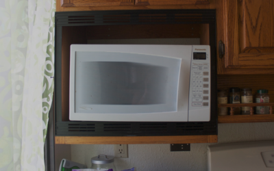 Mikrobølgeovn i køkken